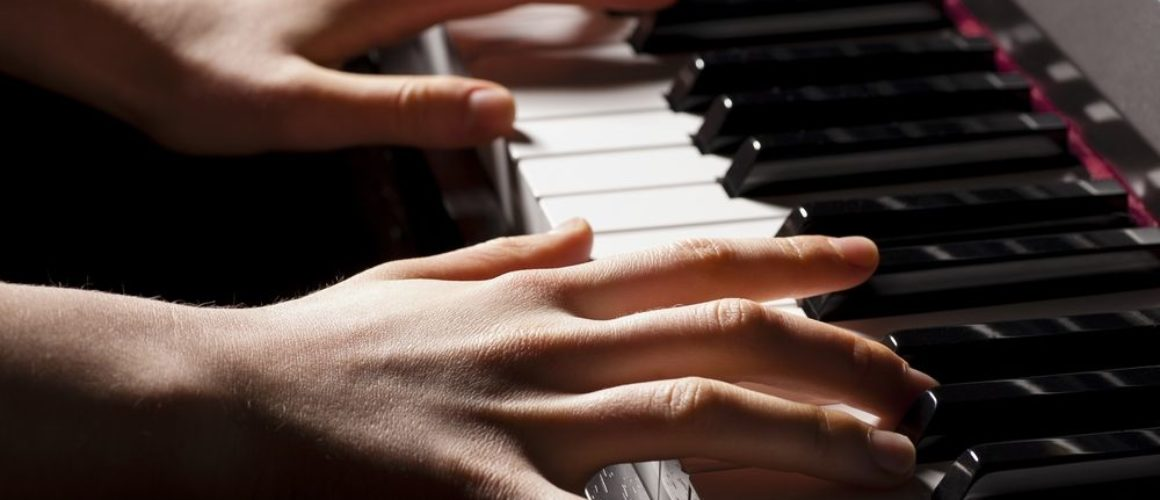 Beneficios tocar el piano